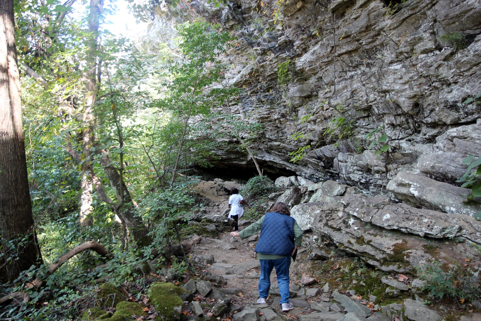 Conference attendees walking trail to bottom of Noccalula Falls.